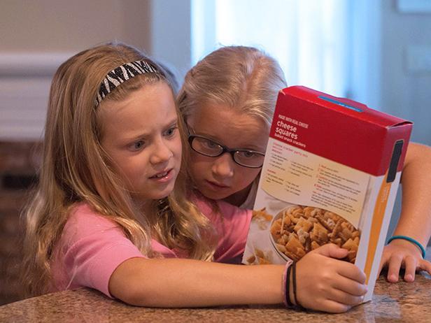 Girls-Reading-Food-Labels-sugar